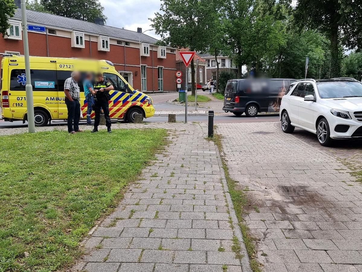 De situatie meteen na de aanrijding van de fietser door een automobilist in Wageningen.