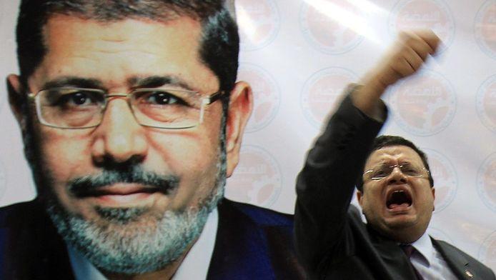 Le nouveau président égyptien Mohamed Morsi et son porte-parole de campagne Yasser Ali