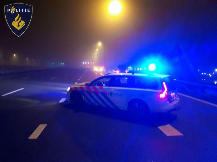 De politiewagen wist de auto bij Duivendrecht aan te houden.