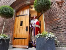 Deur Kasteel van Sinterklaas in Helmond staat op meer dan een kier