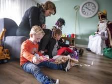 Sinterklaas komt de Oldenzaalse huiskamer binnen... via een videoboodschap