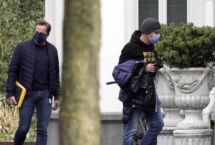 Premier Mark Rutte en Minister Hugo de Jonge arriveren bij het Catshuis voor het overleg tussen demissionair ministers en deskundigen over de bestrijding van het coronavirus.