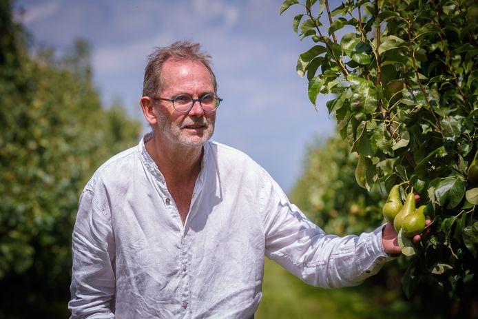 Fruitteler Rinus van 't Westende mag extra units plaatsen om zijn tijdelijke perenplukkers uit onder meer Polen te huisvesten. Het lukte op het nippertje om voldoende cabins te regelen.