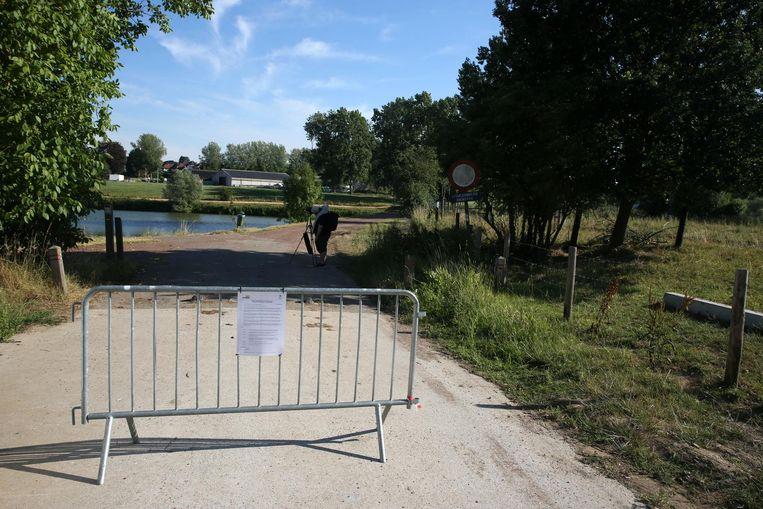 Ook gisteren vonden medewerkers van de Vlaamse Milieumaatschappij dode vogels en vissen langs de Zuunbeek.