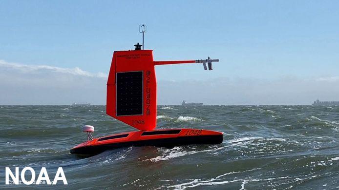 De zeedrone Saildrone die van binnenin de orkaan Sam beeldopnamen maakte.