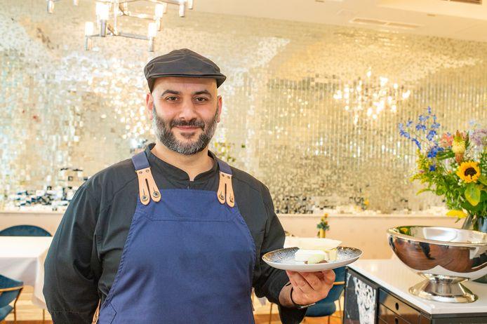 Restaurant The Londen maakt een dessert in de vorm van het Havenhuis: Tommy Cavalière.