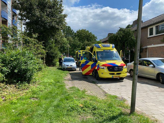 Behalve een ambulance kwam ook een arts in een traumahelikopter naar de Deltalaan om de zwaargewonde te behandelen.
