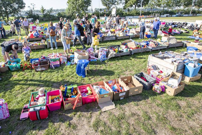 Zeker vijftig tot tachtig vrijwilligers hielpen afgelopen week mee met inzamelen en verkopen.