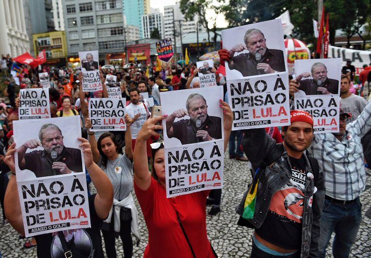 Betogers verzetten zich tegen het aanhoudingsbevel voor Lula.