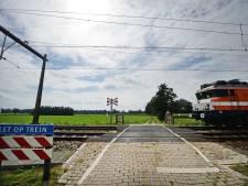 Dodelijke spoorovergang Zenderen gaat op slot voor auto's: maar waarom nu pas?