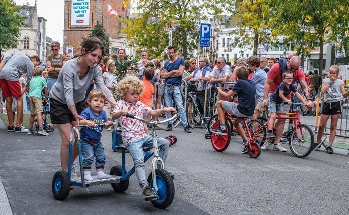 Een sfeerbeeld van een vorige editie van autovrije zondag in Kortrijk