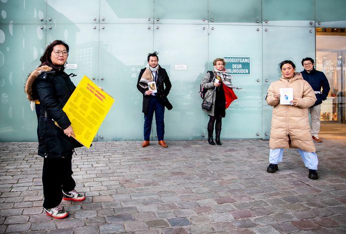 AMSTERDAM - Hui Hui Pan van Pan Asian Collective bij  het gerechtshof in Amsterdam. Zij voerde een strijd tegen Radio 10-dj Lex Gaarthuis vanwege zijn carnavalslied over het coronavirus.