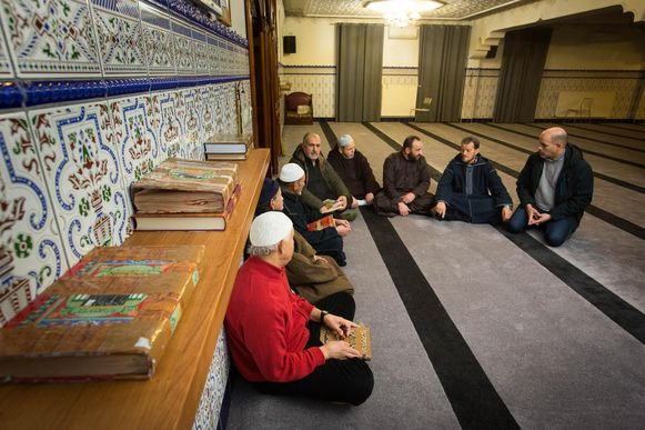 De leden van de Marokkaanse moskee van Winterslag zijn vereerd dat hun gebedshuis uitgekozen is voor de eerste islamitische eredienst op de VRT.