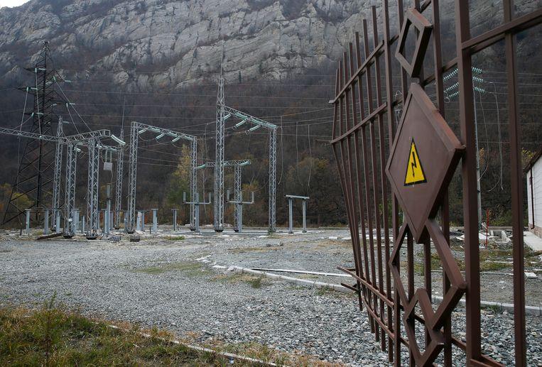 Een vernield electriciteitsstation in Kalbajar.  Beeld REUTERS