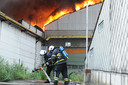 Een archiefbeeld van de monsterbrand in de leegstaande gebouwen van Nelca in Lendelede, op 17 juli 2012.