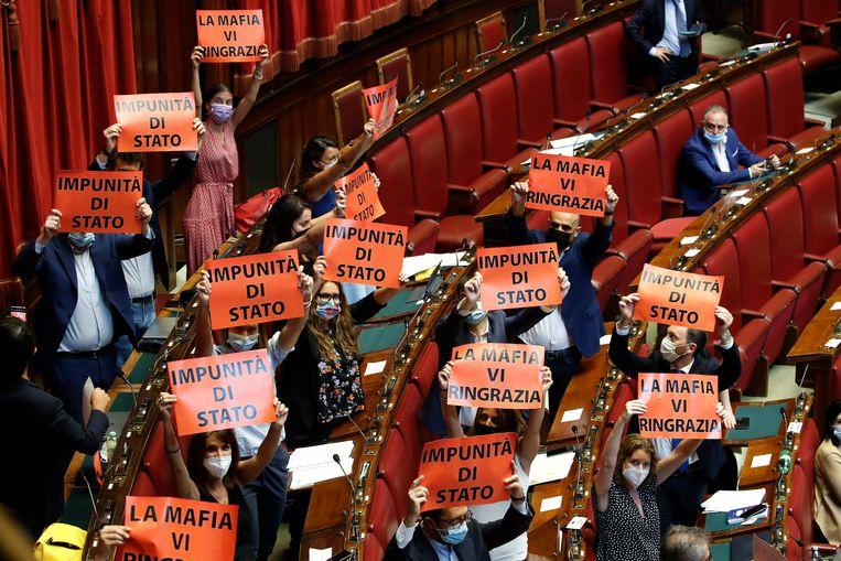 Een kleine eurosceptische groep verzet zich in het Italiaanse parlement tegen de hervorming van de rechtstaat.  Beeld Mondadori Portfolio/Getty Images