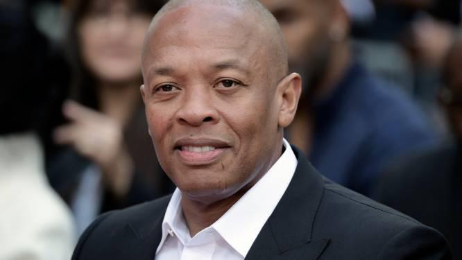 Dr. Dre krijgt scheidingspapieren tijdens begrafenis van z'n oma