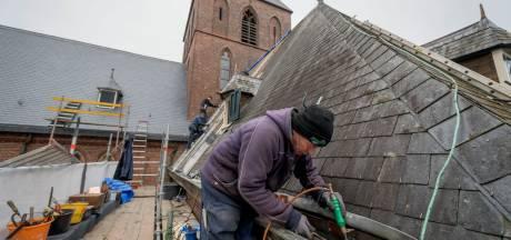 Renovatie van kerk in Lonneker gaat van leien dakje