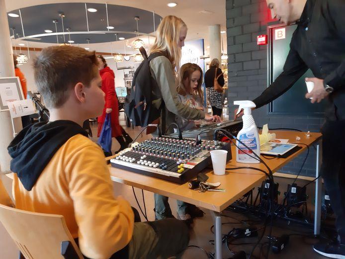 Kennismaken met het werk van een geluidstechnicus, in dit geval van theater Hof88 in Almelo.