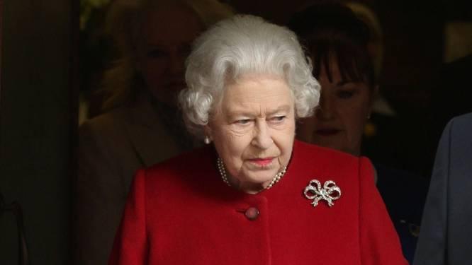"""""""Kleine stap, zeer grote betekenis"""": Queen Elizabeth gaat voor het eerst in jaren niet naar de kerk"""