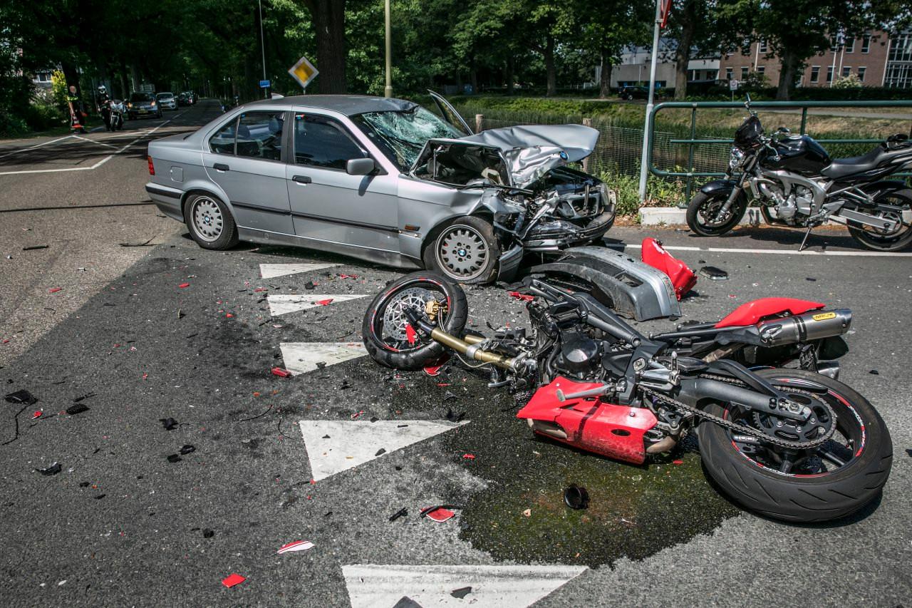 De ravage na het ongeluk met de motorrijder deze zomer.