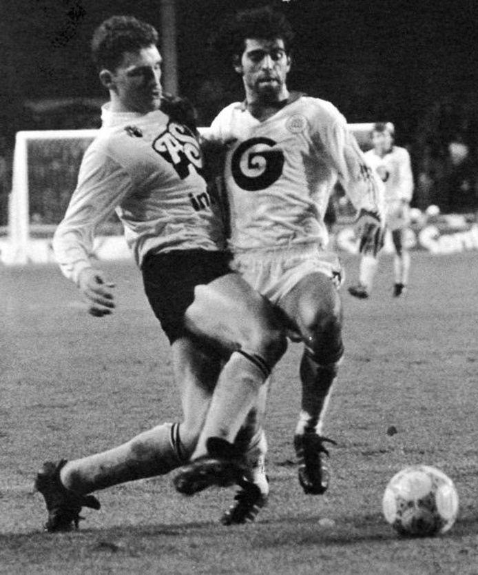 Eric Van Meir (l.) in duel met Juan Lozano (Anderlecht).