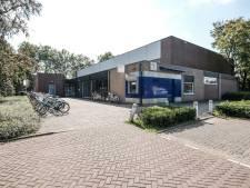 Nieuwe 'mega-prikpost' in Zevenaar begint met één priklijn: eerste weken vooral ouderen naar sporthal
