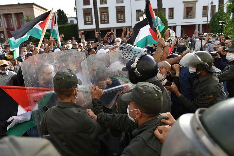 In Marokko kwam het deze week tot opstootjes tussen politie en demonstranten die protesteerden tegen Israëls aanval op Gaza. Beeld EPA