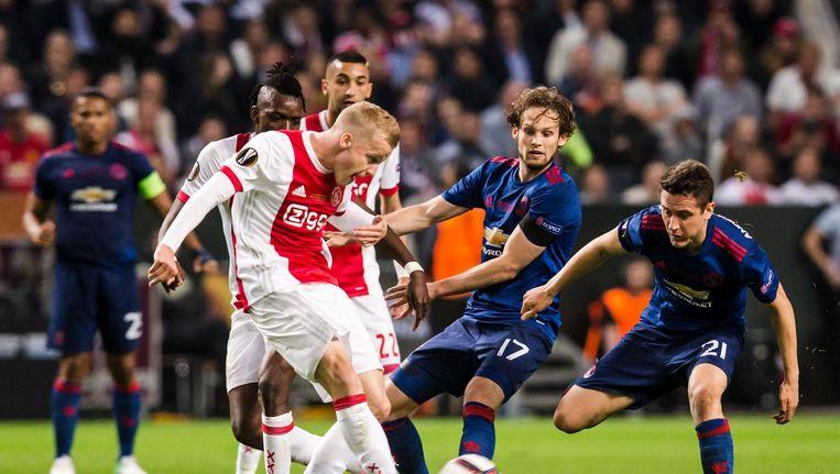 Donny van de Beek in actie tijdens de Europa League-finale woensdag Beeld Pro Shots