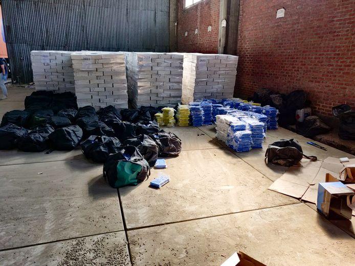 Meer dan vier ton cocaïne, in beslag genomen in Antwerpen. De meeste verdachten komen uit Amsterdam.