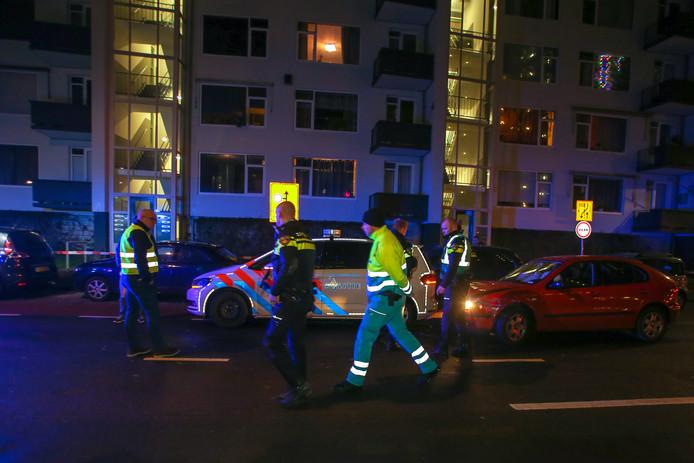 Dronken bestuurder botst op politiewagen op de Talmaweg in Dordrecht.