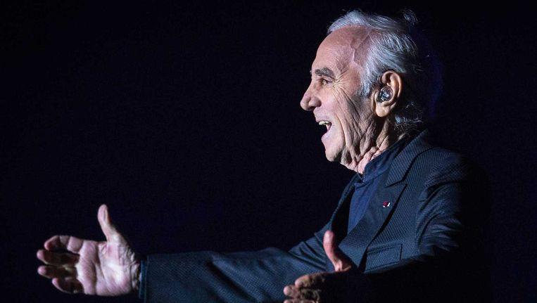 Aznavour wordt in mei 92 jaar, maar hij schrijft nog dagelijks nummers, gewoon thuis, achter de vleugel. Beeld anp