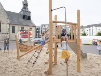 Kinderen leven zich uit in tijdelijke speeltuin op de Markt in Zottegem