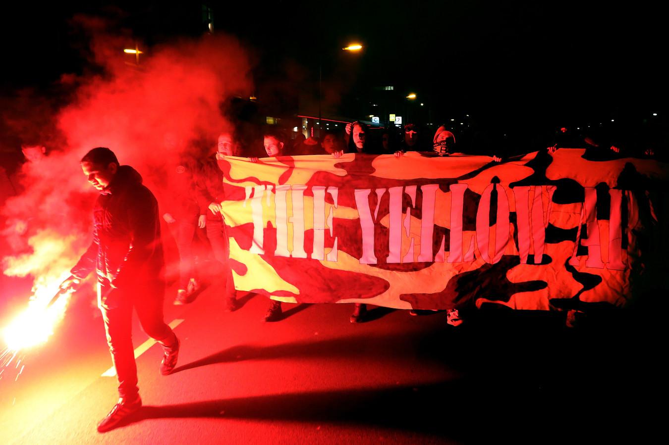 Supporters van NAC op archiefbeeld. In aanloop naar de ontmoeting met FC Volendam brak de harde kern de nachtrust van de opponent middels het afsteken van vuurwerk.