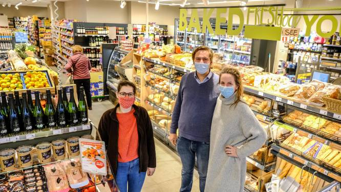 """Dé buurtwinkel van hartje Kortrijk vernieuwt in volle coronacrisis en verruimt openingsuren: """"We geven klanten extra tijd om te winkelen"""""""