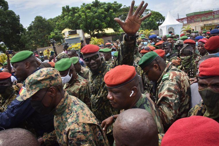 Kolonel Mamady Doumbouya is de nieuwe roerganger van Guinee, na het omverwerpen van het bewind van Alpha Condé.  Beeld AFP