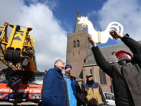 Harde wind verhindert terugkeer van gerestaureerde haan op kerk in Wijk
