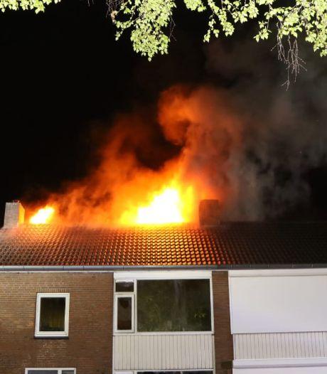 Benzine aangetroffen bij partytent; buurman (37) blijft vast na brand in twee-onder-een-kap in Helvoirt