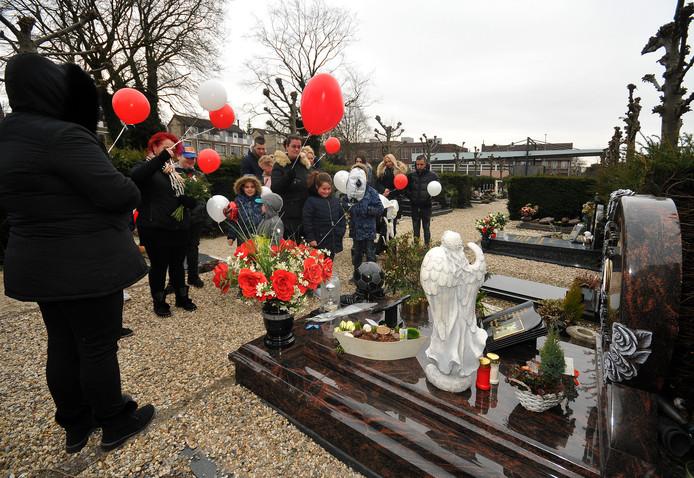 De herdenking bij het graf van de 10-jarige Dordtse Diego, die om het leven werd gebracht door zijn vader Marcel.