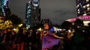 Signaal jarige Batman wereldwijd op gebouwen te zien