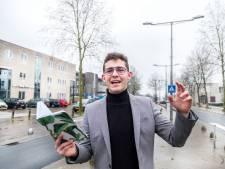 Dorpsdichter van Heumen geeft bevrijdingspoëzie weg op kaarten