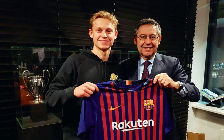 FC Barcelona's president, Josep Maria Bartomeu, met Frenkie de Jong Beeld anp