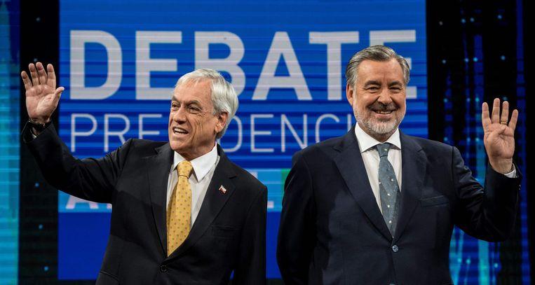 De Chileense presidentskandidaten Sebastian Pinera en Alejandro Guillier tijdens een presidentieel debat in Santiago, Chili. Beeld afp