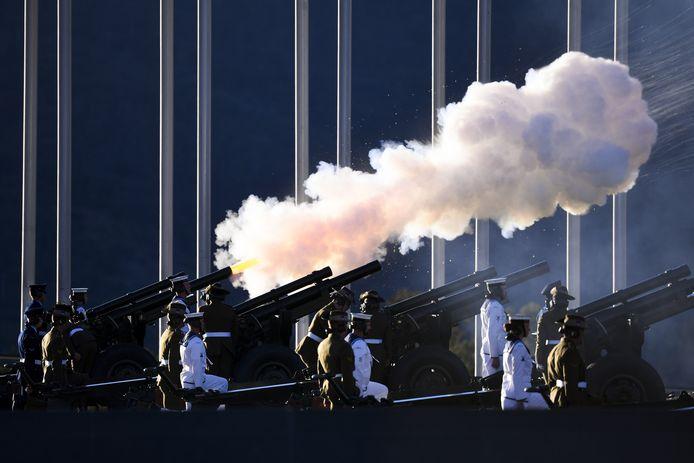 Een eresaluut werd vanochtend afgevuurd bij het parlementsgebouw in Canberra in Australië.