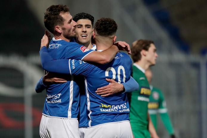 FC Den Bosch, met hier het juichende trio Paco van Moorsel, Oussama Bouyaghlafen en Ruben Rodrigues, boekte vorige week tegen FC Dordrecht de tweede opeenvolgende overwinning: 3-2.