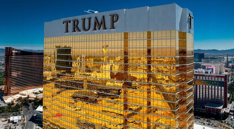 Een van de recentere paradepaardjes van Donald Trump: het gouden Trump Hotel in Las Vegas. Beeld Photo News