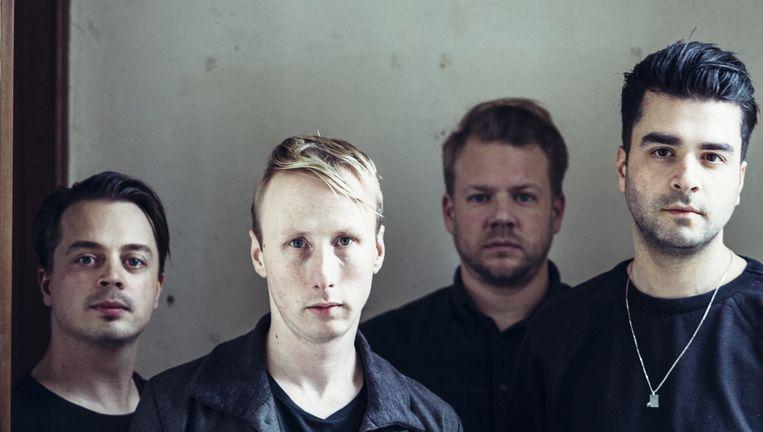 GOOSE, van links naar rechts: Dave Martijn (gitaar, synthesizer), Tom Coghe (basgitaar, synthesizer), Bert Libeert (drums) en Mickael Karkousse (zang, synthesizer). Beeld Joris Casaer