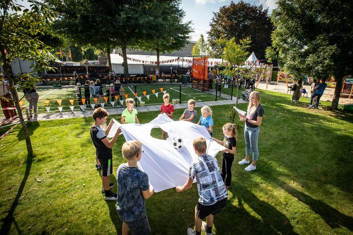 De zeskamp voor de jeugd was zaterdag een van de onderdelen van het Dorpsfeest Tilligte.