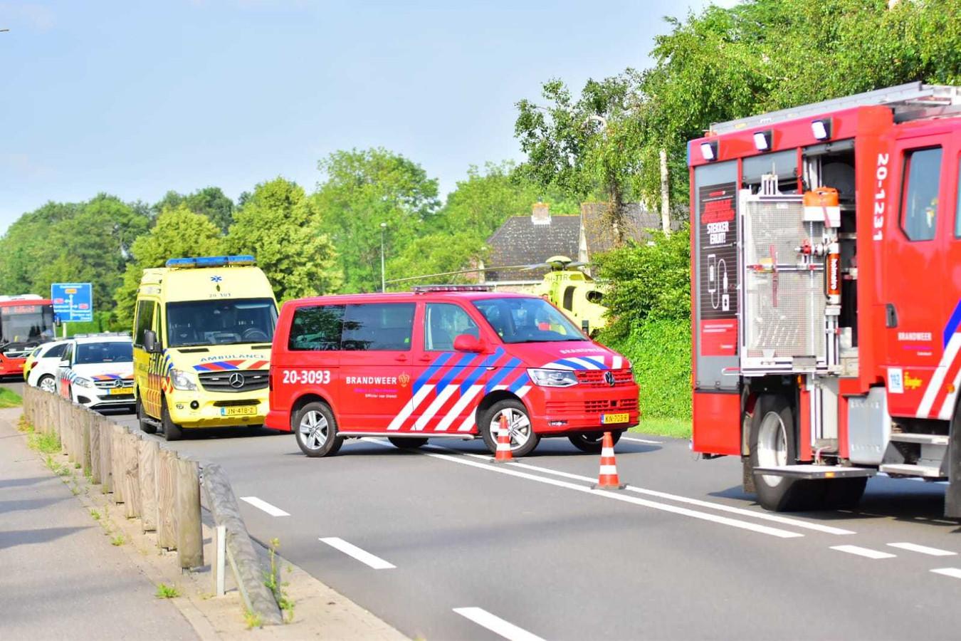 Busje op de kop geslagen in Oud Gastel.