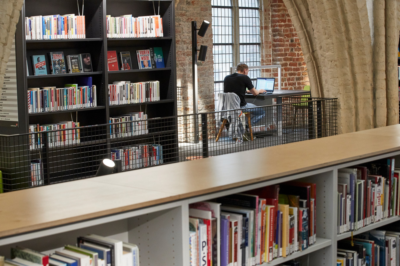 De bibliotheek van Zutphen in de monumentale Broederenkerk zit krap in haar jasje vanwege nieuwe functies die gevraagd worden. Daarom wordt onderzocht of de bieb samen kan gaan werken met andere instellingen bij de Hanzehof aan de Coehoornsingel.